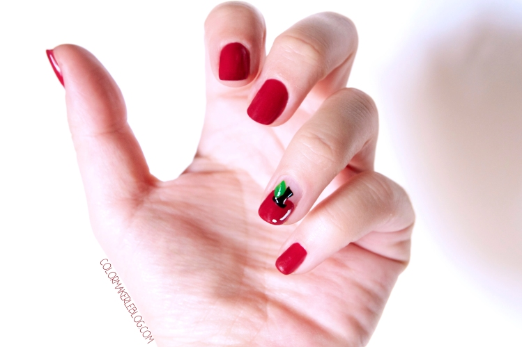nail art red apple